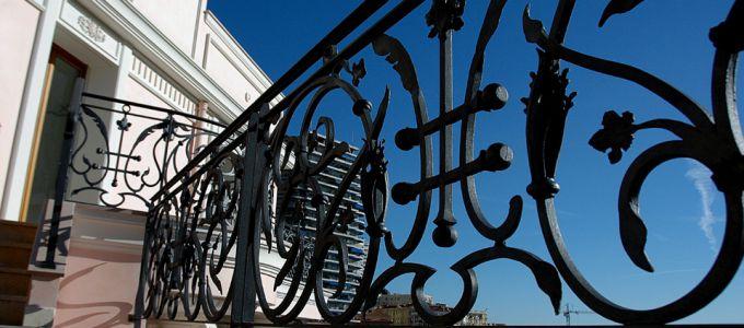 Garde-corps en fer forgé à la Villa l'Echauguette