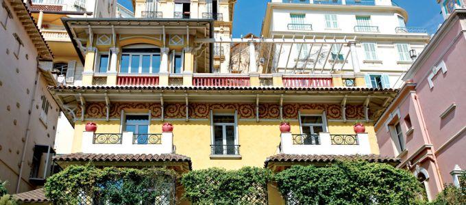Travaux de peinture sur la façade de la Villa Alexandre
