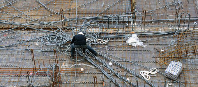 Câblage électrique sur le chantier de l'Oiseau Bleu
