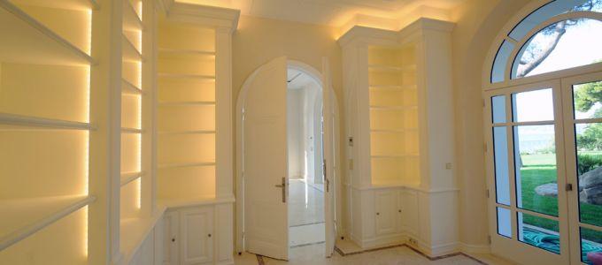 Création de mobilier et vitrines à la Villa Shangri-Là